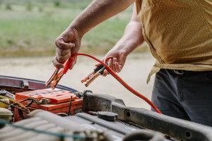 Autobatterie laden