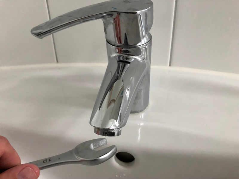 Wasserhahn Sieb Perlator abschrauben