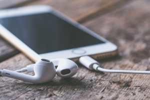 Zwei Kopfhörer gleichzeitig anschließen