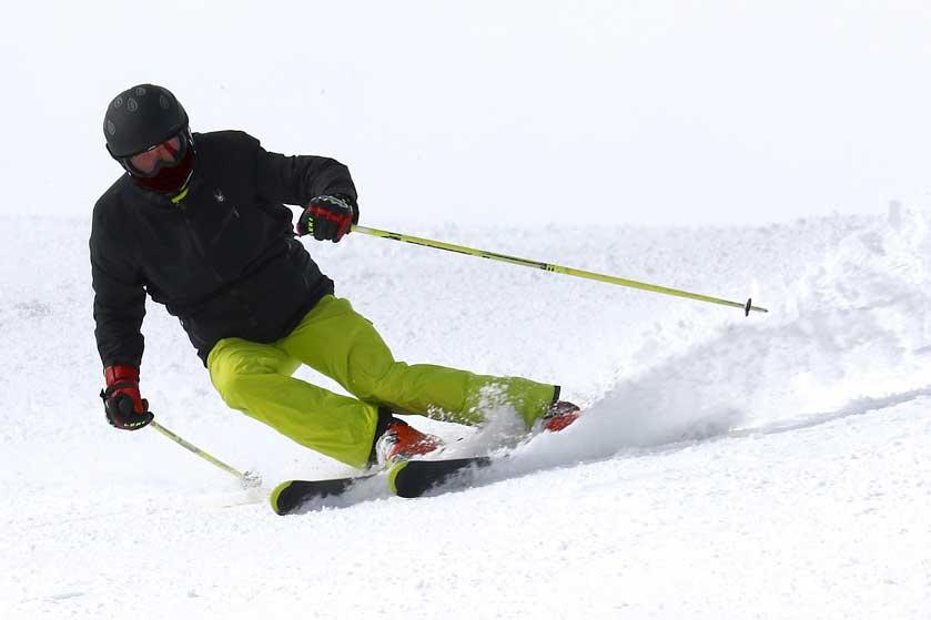 Skifahren mit Helm